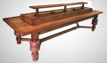 Eiken tafel met houtsnijwerk