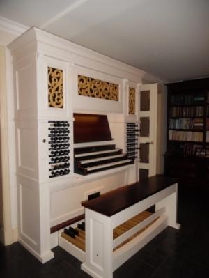 Orgel met houtsnijwerk